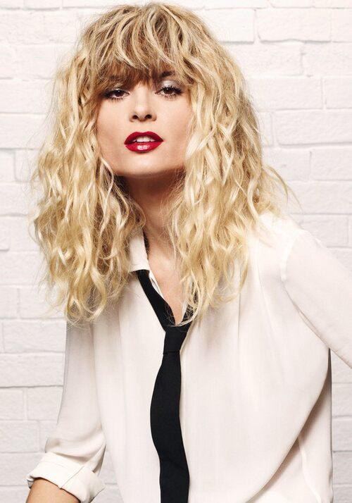 35 idées coiffure pour cheveux bouclés