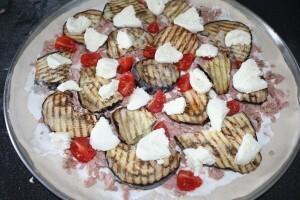 pizza-aubergine-poivron-thon-mozza--2-.JPG