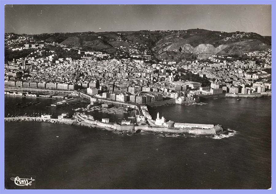 Vue aérienne panoramique de la Casbah, la Marine et l'Amirauté