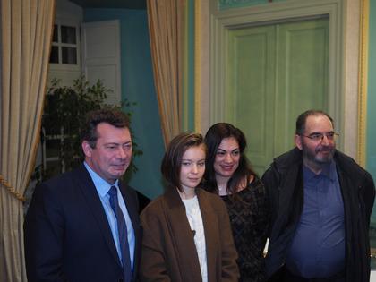 """Diane Rouxel, actrice du film """"Marche ou crève"""" et sa productrice Agathe, en mairie d'Aix et au Victoria"""