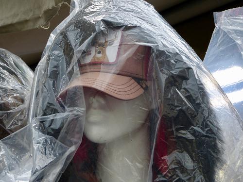 Mannequins sous plastique