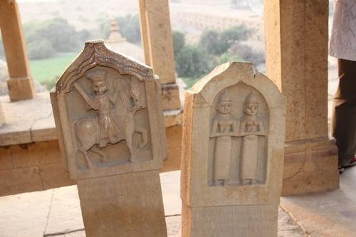 Les cénotaphes de Bada Bagh et la crémation en Inde