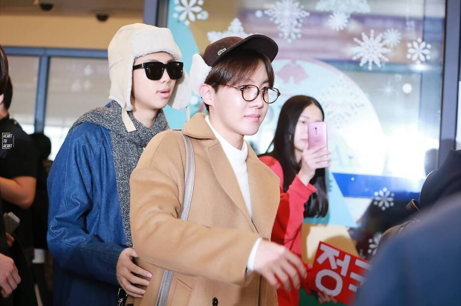 09/01/2016 Aéroport de Taoyuan (Arrivé à Taïwan) J-Hope, Jin, Rap Monster & V