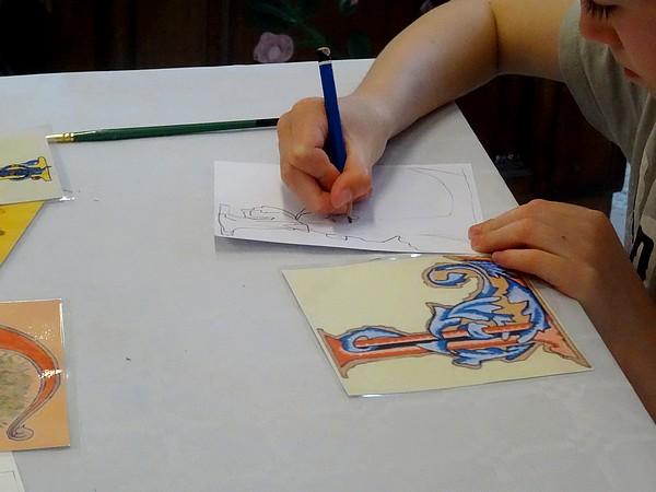 Une initiation à la calligraphie pour les enfants à la médiathèque de Laignes