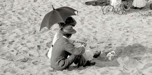 10 - Parapluie, ombrelle ou parasol sur la plage