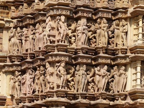 les sculptures qui ont fait la célébrité de Khajuraho