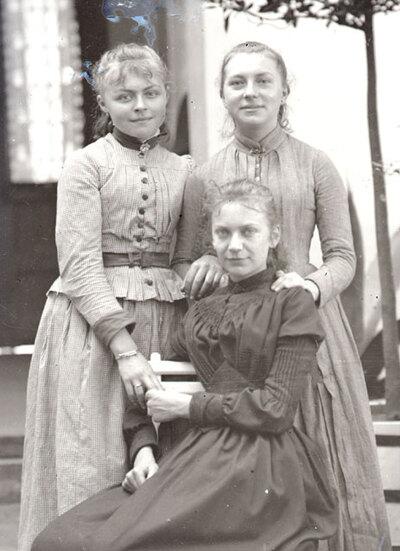 04 - Trois soeurs...Adolescence