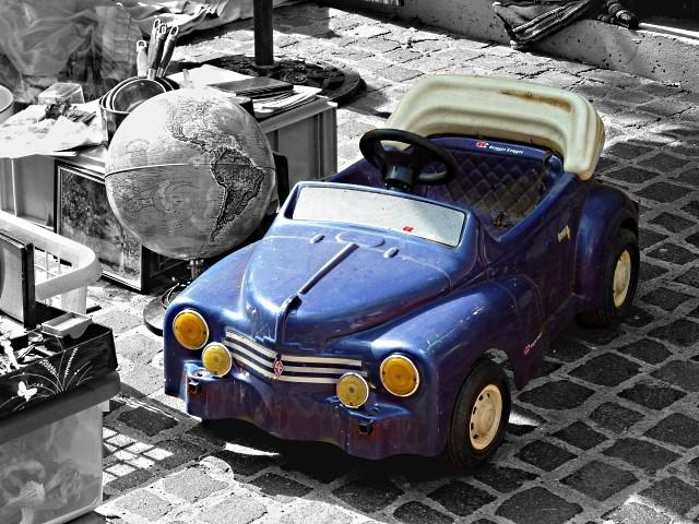 La voiture bleus à pédales mp1357 05 02 2011