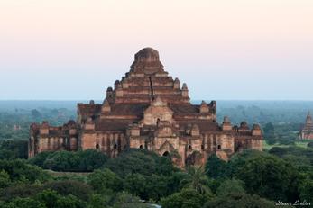Couché de soleil sur Bagan, Myanmar
