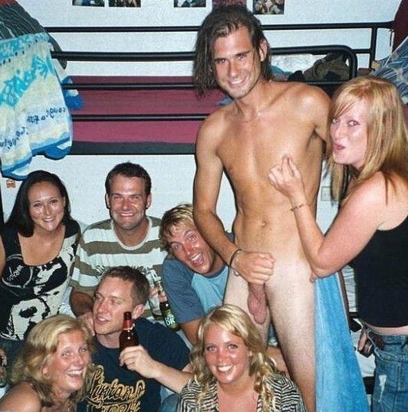 Groupe nudiste nu plage