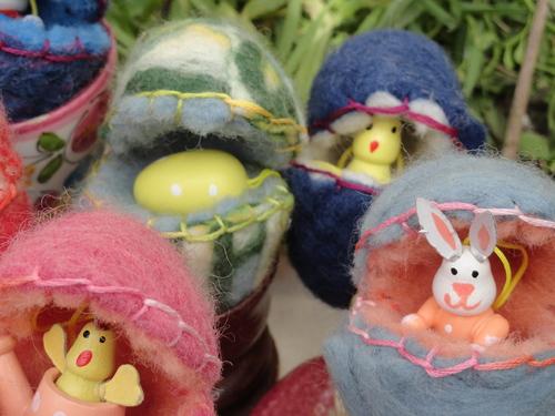 Petits oeufs en laine feutrée