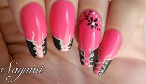 Nail Art Corset et Fleurs