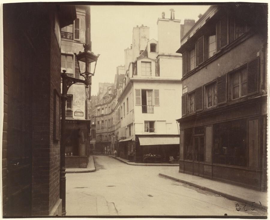 Atget Paris Rue Cardinale 900x734 Le Paris de 1900 par Atget