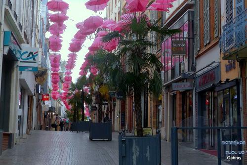 Montauban: les parapluies roses!