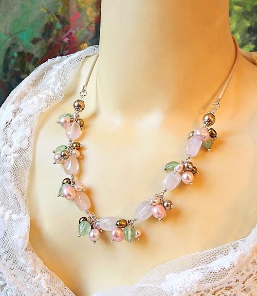 Collier grappe pierre de quartz rose, prehnite et perles de nacre sur cuir beige et argent 925