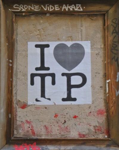 Street-art Beaubourg I love TP cadre 2212