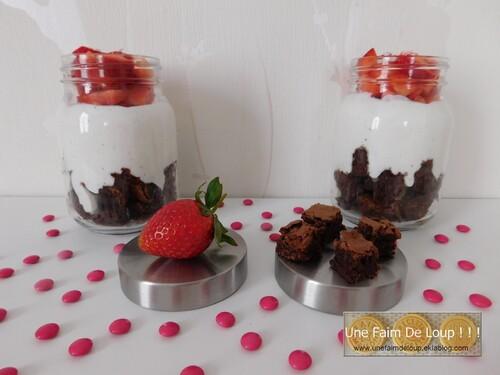 Trifle aux fraises, brownies et crème coco