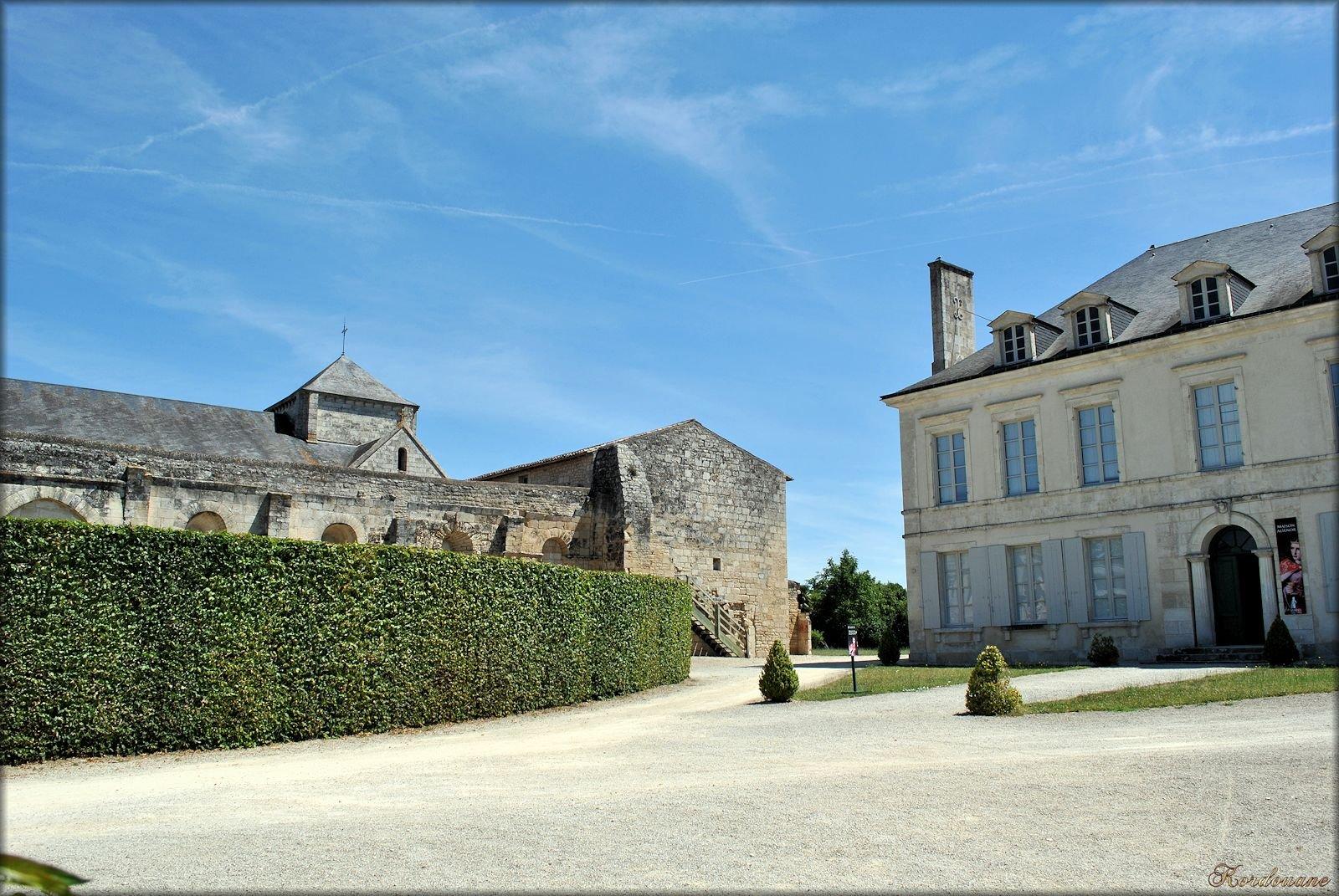 Abbaye de nieul sur l 39 autise les photos de kordouane for Maisons alienor