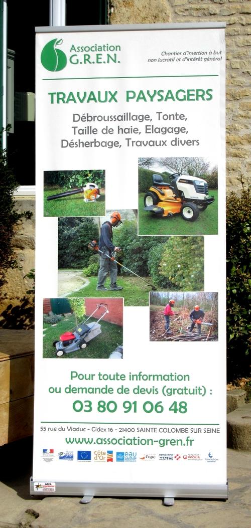 """L'Association GREN de Sainte Colombe sur Seine a reçu une voiture d'Auto Ecole offerte par l'Association """"Métal Déployé"""" de Montbard...."""
