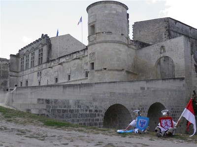 Blog de sylviebernard-art-bouteville : sylviebernard-art-bouteville, Sir Mattéo et Sir Nohan - Journée médiévale - Août 2012
