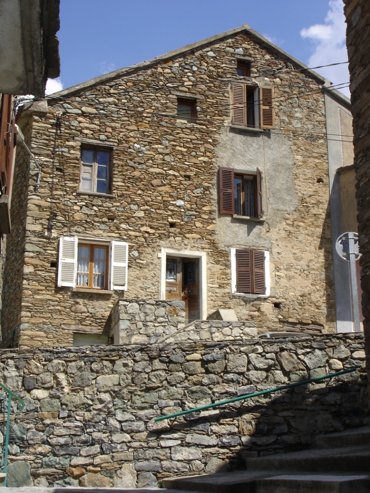 Una bella casa di u paese sottanu - Bustanico