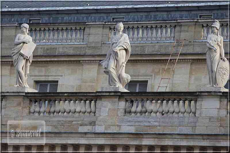 Bordeaux Gra&nd Théâtre les trois déesses Vénus,Junon et Minerve