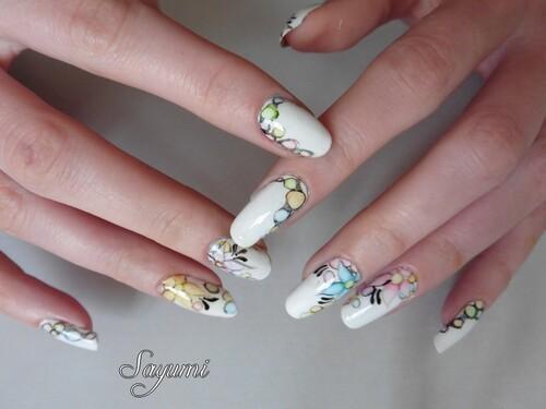 Nail Art Fleurs et Bulles en Aquarelle