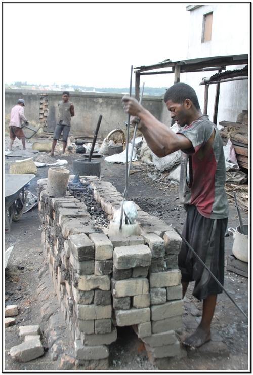 Les cocottes  d'aluminium a Madagascar