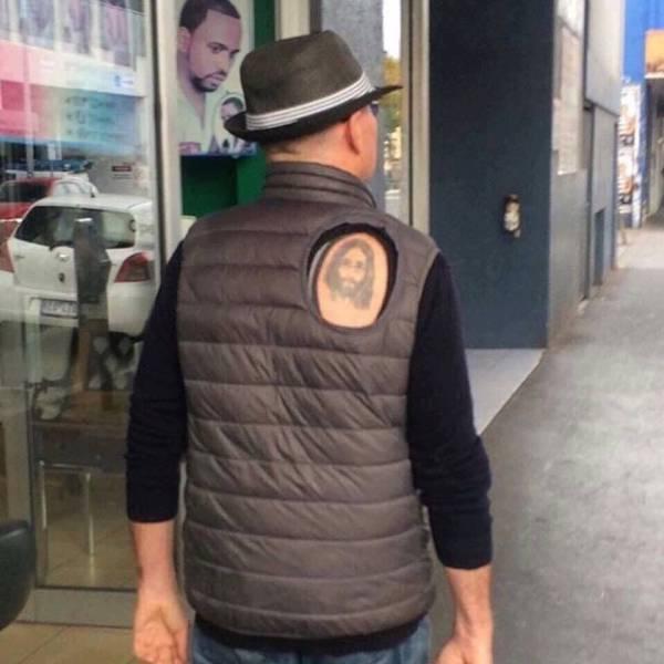 Faire un trou pour son tatouage