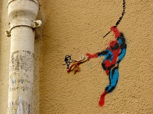 Spiderman à Montmartre, un pochoir bondissant