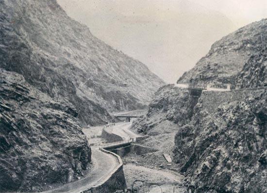 Vu étroite de la Khyber Pass dans les années 1920...