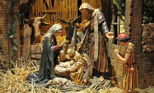 il est né le divin enfant .....