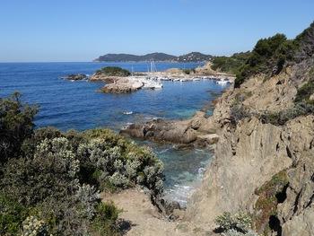 Port Auguier et au fond Escampobarriou