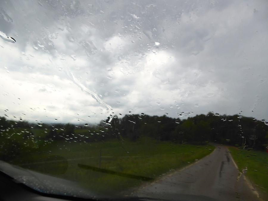 notre dernier jour dans ce gîte, il pleut mais tant pis allons-y!