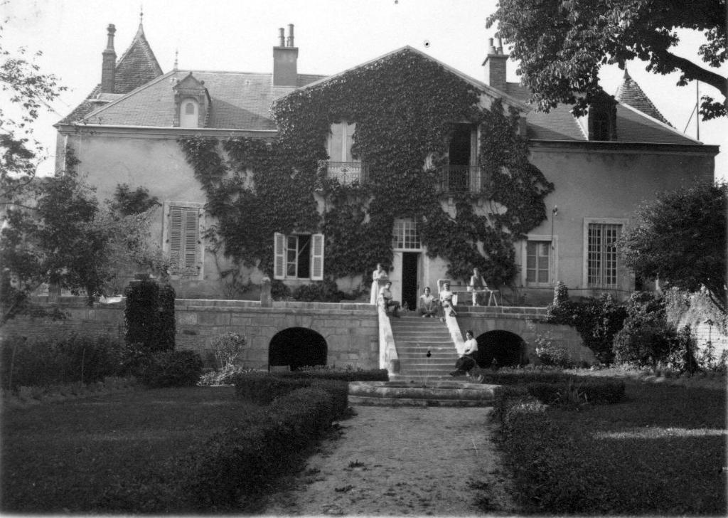 """Résultat de recherche d'images pour """"chateau de Hauteroche cote d'or"""""""