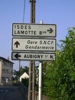 La gare a la rage : la commune a supprimé les panneaux !