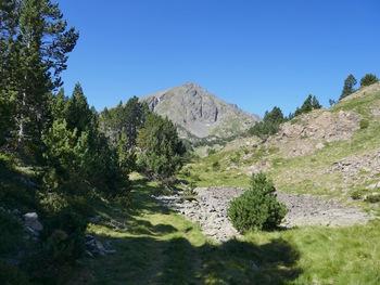 devant nous, le Petit Péric (2690 m)