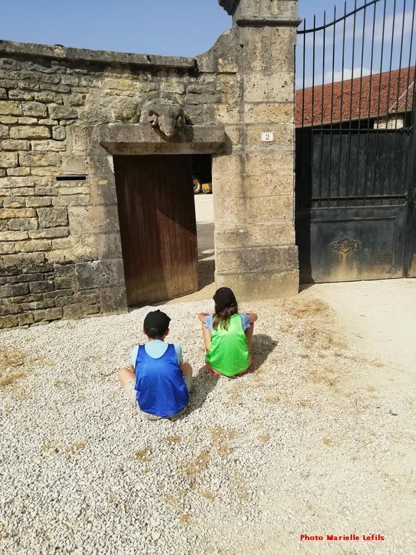 """""""Un voyage dans le temps"""", l'histoire  de Belan sur Ource, mise en images par les élèves de l'école du village...."""
