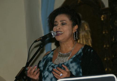 Un public conquis à cette belle prestation de Fabienne DELLA MONIQUA
