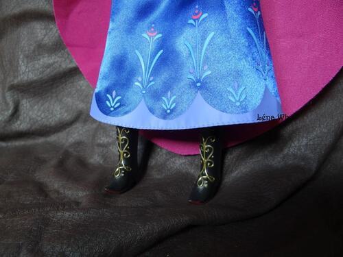Anna (poupée classique Disney Store - 2013-2014)