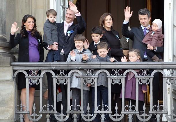 Les autres au balcon
