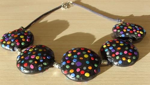 Colliers colorés