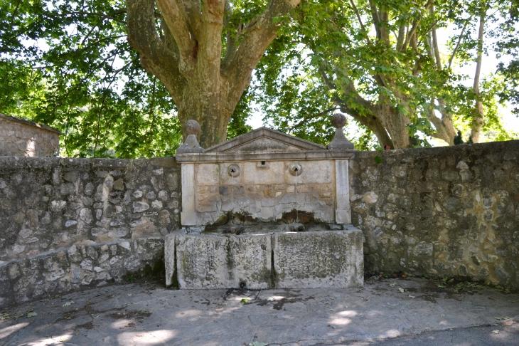 Fontaine du Château - Esparron-de-Verdon