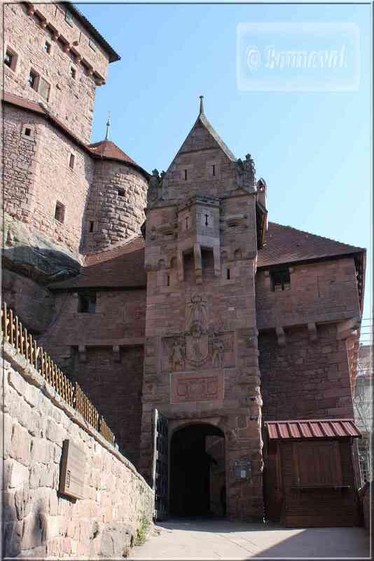 Alsace Haut-Koenigsbourg Porte d'Honneur Suivez le Guide