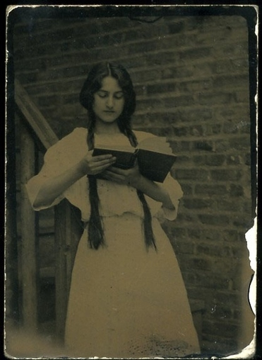01- Jeunes filles lisant - Photographies