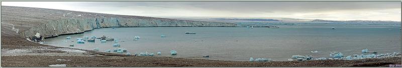 Panorama sur la calotte glacière et sur l'entrée de Béthune Inlet - Devon Island - Nunavut - Canada