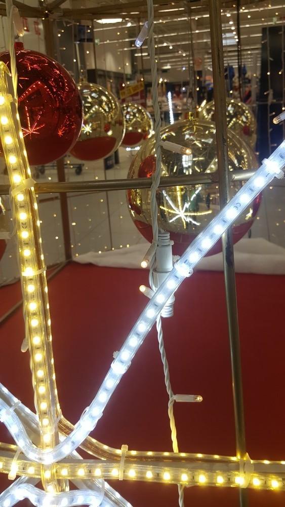 Décorations pour les fêtes dans un centre commercial....