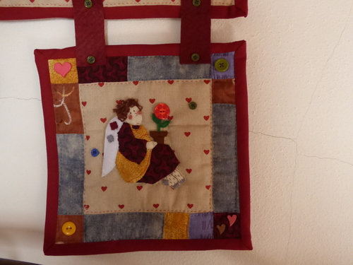 Broderie, patchwork et...panneau mural!