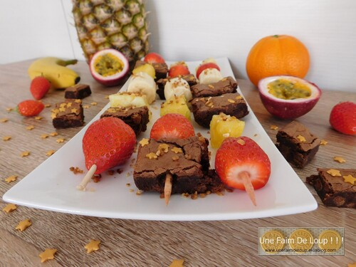 Brochettes de fruits et brownies