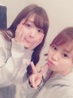 Airi SUZUKI dans le blog de deux kôhai, Sayuki et Mizuki